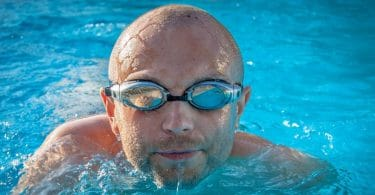 How to stop swimming goggles from fogging up