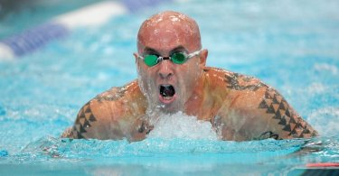 How to clean swimming goggles